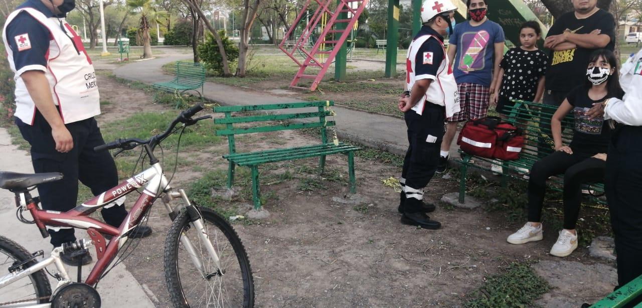 Conductor impacta a joven a bordo de bicicleta y huye