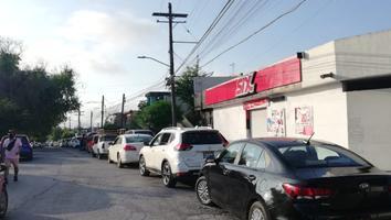 Ingresa fila para pruebas Covid-19 dentro de colonia Tres Caminos en Guadalupe