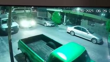 Roban tapa de camioneta pick-up en la colonia Azteca, Guadalupe