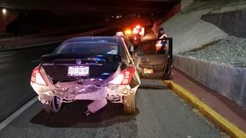 Menor impacta su vehículo contra columnas del Metro en la avenida Constitución