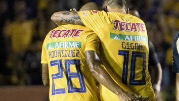 André-Pierre Gignac y Luis 'Chaka' Rodríguez durante un pasado partido