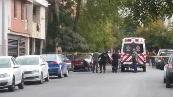 Hombre muere tras recibir dos balazos en el pecho a bordo de automóvil