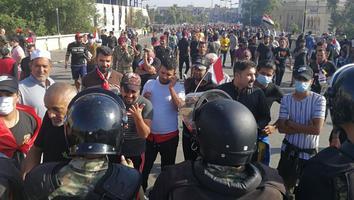Rocían gas lacrimógeno en Irak para contener a manifestantes