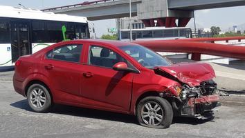 Conductor se impacta contra camión de la ruta 67