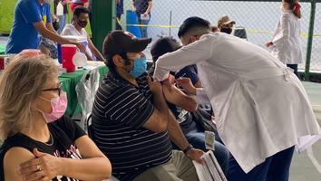 Fluye vacunación contra Covid-19 para mayores de 40 años en Apodaca