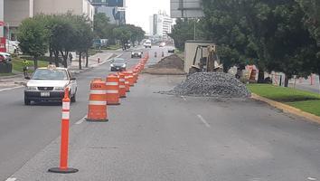 Cierran carriles en avenidas principales de San Pedro por obras de drenaje