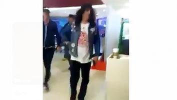 Acude Guns N' Roses al cine en Monterrey previo a su presentación