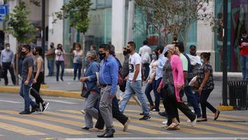 Paseantes en calle Morelos pandemia