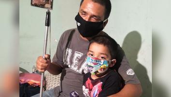 Niño con glaucoma requiere apoyo para medicamento; podría perder la vista como su papá