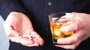 Te decimos qué tan recomendable es tomar medicinas y alcohol al mismo tiempo