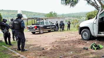 Enfrentamiento entre civiles y policías deja 5 muertos en Michoacán