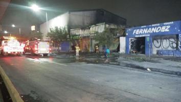 Sofocan incendio de cuatro bodegas en la avenida Colón