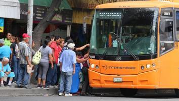 Desconocen usuarios cobro de transferencia en camiones urbanos