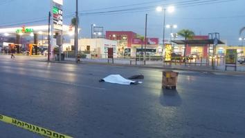 Muere hombre tras ser arrollado por un auto en Raúl Salinas