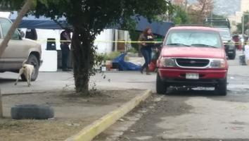 Ejecutan a mujer en puesto de tacos en la colonia San Bernabé