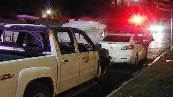 Hombres incendian cinco autos en San Pedro
