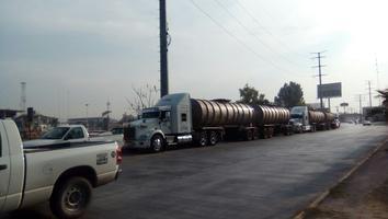 Pipas varadas ante desabasto de combustible