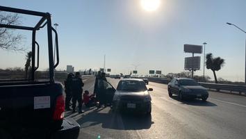 Accidente múltiple deja a un motociclista lesionado en la avenida Israel Cavazos