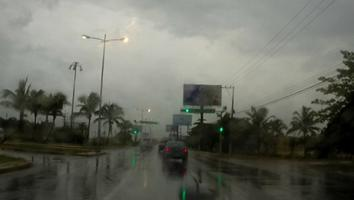Sistema atmosférico generará lluvias esta noche en sureste del país