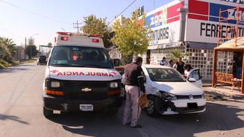 Camioneta de Simas choca con automóvil