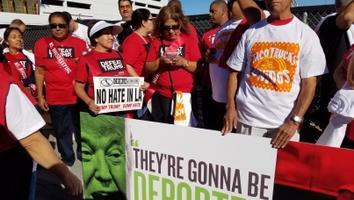 Manifestación en Los Ángeles contra la deportación masiva de indocumentados propuesta por Trump.