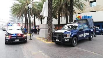 Muere una mujer en cajón de estacionamiento en el Centro de Monterrey