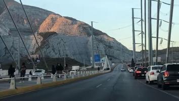 Regiomontanos visitan distintos puntos del Área Metropolitana pese a restricciones