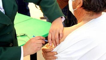 Alcalde de Artega exhorta a población de NL a no acudir a módulos de vacunación
