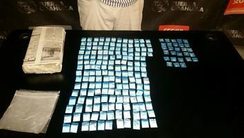 Paquetes de cocaína y cristal en piedra