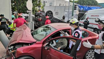Fuerte accidente en el Centro de Monterrey deja tres lesionados