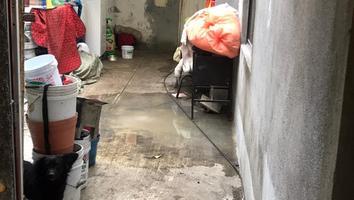 Reportan fuga de aguas negras dentro de viviendas en la colonia Fomerrey 110