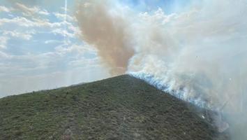 Continúan combatiendo incendio forestal en Galeana