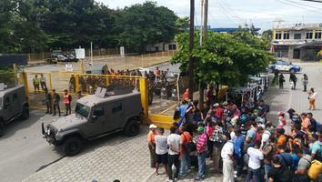 Migrantes cruzan a territorio mexicano