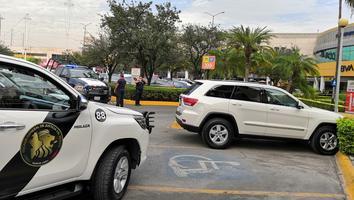 Asesinan a un hombre al resistirse a asalto en plaza comercial
