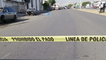 Investigan muerte de un hombre presuntamente atropellado afuera de bar en San Bernabé