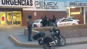 Muere joven en Hospital de Pemex tras ataque a balazos
