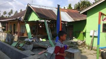 Terremoto de 7.5 sacude el centro de Indonesia