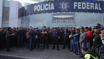 Queremos que Felipe Calderón nos represente: Policía Federal