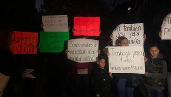Empleados de gobierno federal protestan dentro de Palacio Nacional