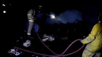 Mujer incendia casa con sus hijos adentro; mueren ella y un niño de 3 años