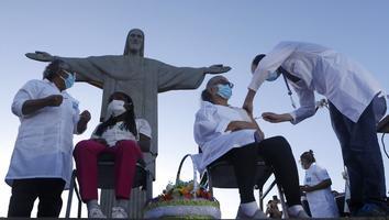 A los pies de Cristo Redentor, Brasil arranca vacunación contra covid-19