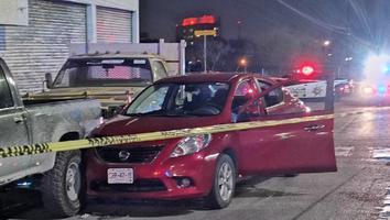 Autoridades investigan fallecimiento de mujer mientras manejaba al poniente de Monterrey