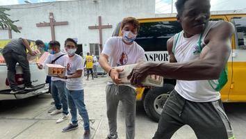 Fundación Sergio Pérez apoya con insumos a migrantes resguardados en la Casa INDI