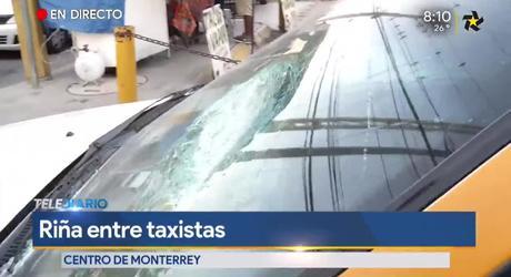En el sitio destrozaron cuatro taxis y un pasajero resultó herido.