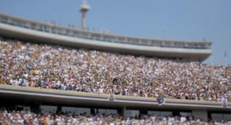 Crónica musical en video del partido final del fútbol mexicano entre Pumas de la Universidad y el Morelia en el Estadio Olímpico