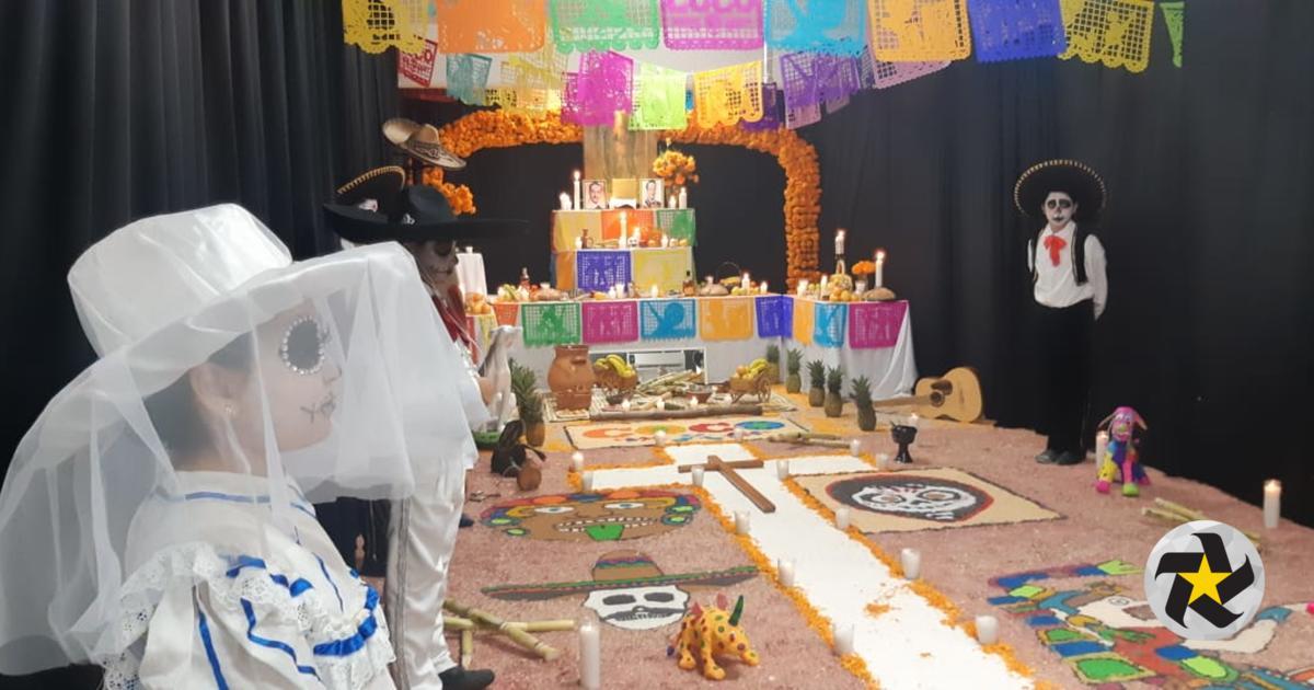 Dedican alumnos altar de muertos a Pedro Infante 6c29c6d56e6